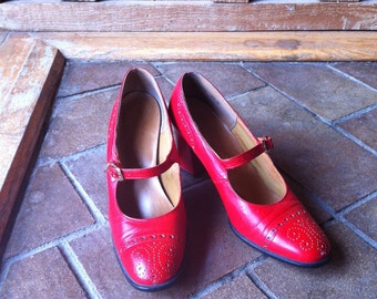 1960's Cherry Red Schoolgirl Made in Spain Patent Leather Mary Jane Saddle shoes by Caressa size 7