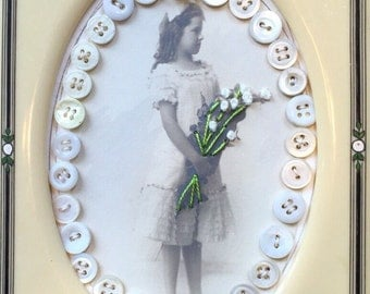 Button girl with bouquet