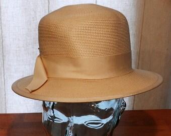Vintage women's Hat by the Paris Boutique Ivory Color Size 22          00716