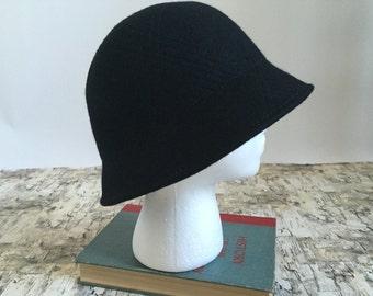 Vintage black wool hat. Black cloche hat. 1990's hat. Cloche style hat. Formal hat. Black hat.