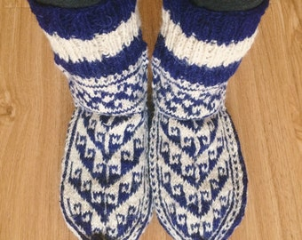 Knitted blue slocks