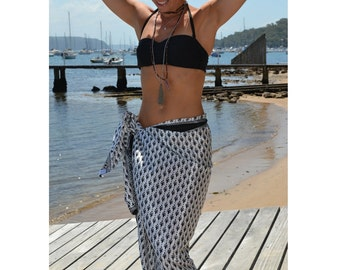 Black and white flower patterned beach sarong / wrap / scarf