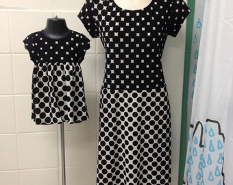 2 pcs set mommy and baby matching two tones black/white dresses