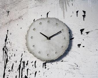 rundundrau   Clock made of Concrete