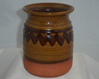 Kitchen Storage Jar in earthenware - 1960s / 1970s retro kitchenware from British studio pottery Dunchurch Pottery in Warwickshire.