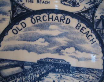 Old Orchard beach Maine blue willow souvenir plate. Wall plate.