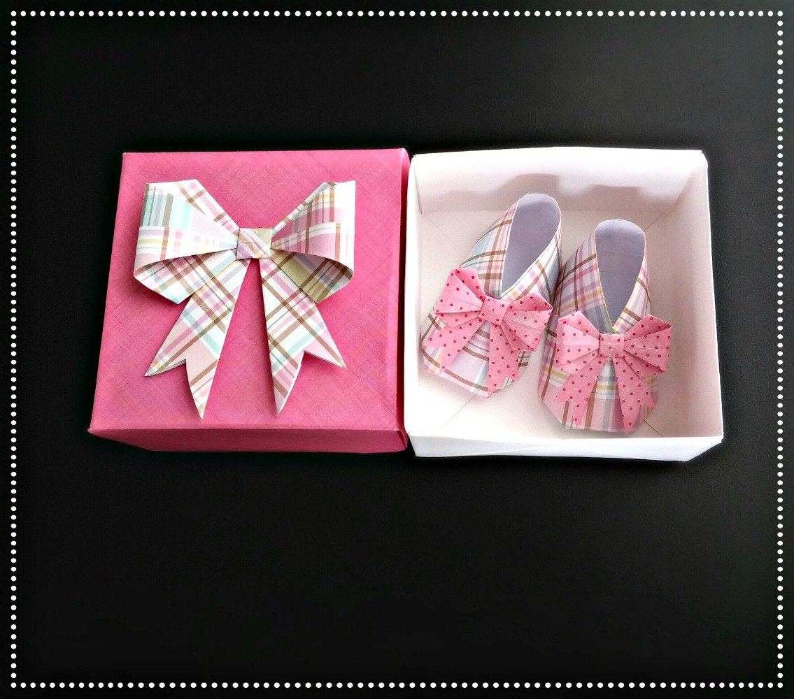origami baby shoes with bows in origami box by