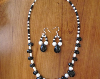 Onyx and Pearl Necklace Set