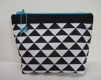 Pouch in a geometric triangle black and white fabric/make up pouch/cosmetic pouch/turquoise zip