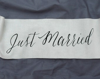 Just married sign,photo prop,wedding sign,modern wedding sign,modern caligraphy,black and white wedding sign,minimalist wedding sign