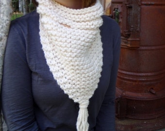 Knitting Pattern Triangle Cowl THE NORTH HAMPTON Neckerchief Chunky Outerwear in 2 Styles