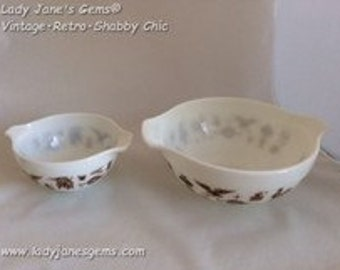 Pre-Loved Pyrex Early American Nesting Bowl Three Set