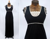 1970s 70s Vintage The Cottager for Junior Black Sleeveless Stretch Knit Long Dress White Lace Edged, Size X-Small