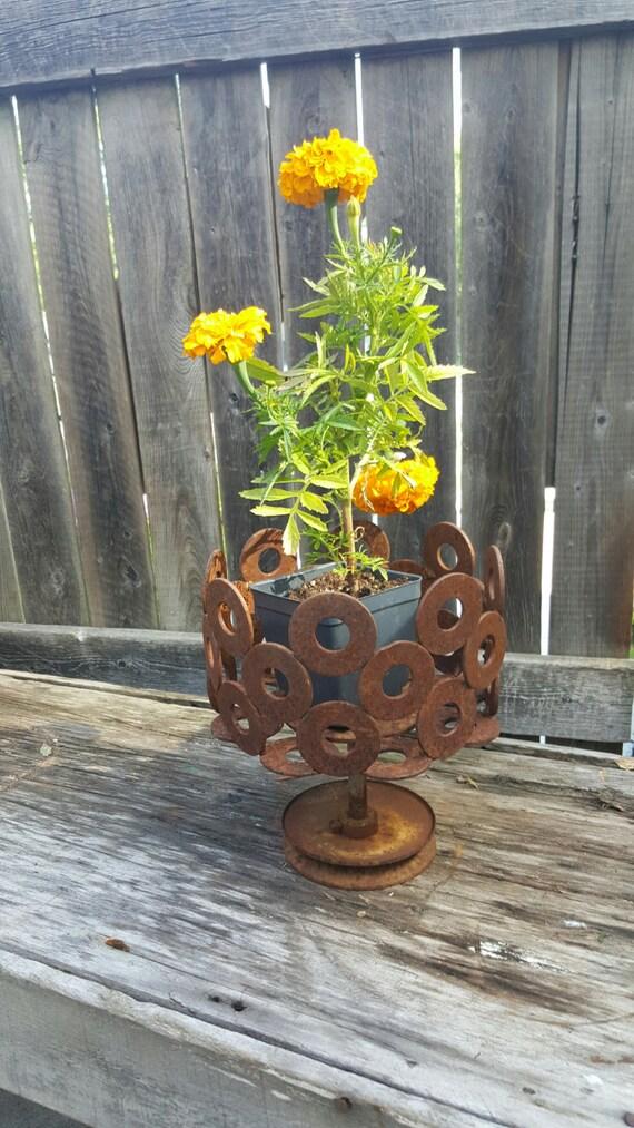 Vintage upcycled flower pot garden decor metal art garden for Upcycled yard decor