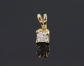 10K 0.18 Ct Princess Cut Diamond Solitaire Pendant Yellow Gold