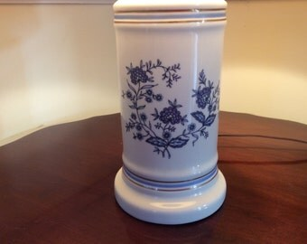 Vintage blue and white floral porcelain table lamp in traditional pattern. Blue white floral table lamp.