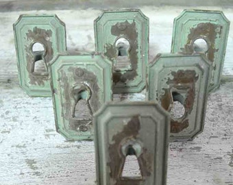 Painted Cottage Shabby Chic Keyhole Drawer/ Cabinet Pull