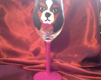 Glitter wine glass with King Charles Cavalier Spaniel Design