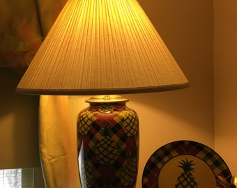 pineapple lamp pineapple lamp and plate features crisscross check and plate edge - Pineapple Lamp