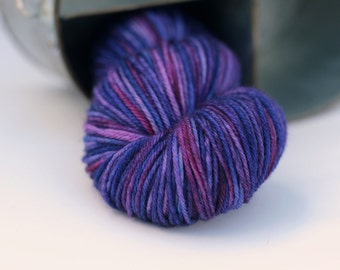 Worsted weight yarn in purple, Indie dyed yarn in purple, Superwash worsted weight yarn hand dyed in purples, variaged yarn