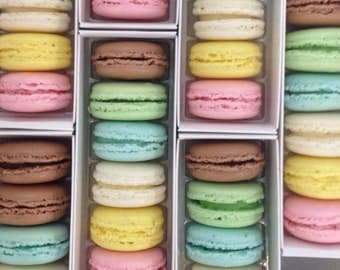 12 FRENCH MACARONS in signature box