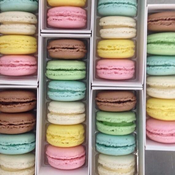 Dainty French Macarons