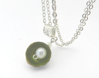 Necklace plant Cup of Acorn and ivory beads
