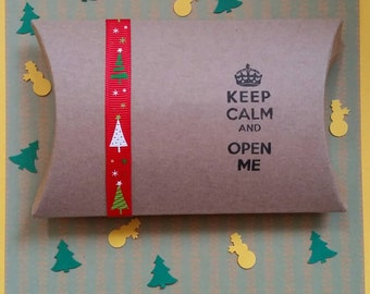 "3 x Handcrafted Christmas pillow boxes with grosgrain ribbon and handstamped : ""Keep calm and open me"".! Gifts,favours ,sweets... jewellery"