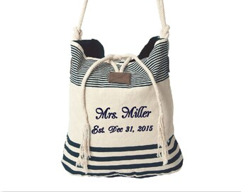 Personalized Wedding Tote bag. Best bride's wedding gift, name and wedding date, mrs embroidery, monogrammed navy striped canvas bag. T1NF38