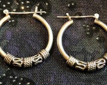 Medium Hoop B Earrings Sterling Silver
