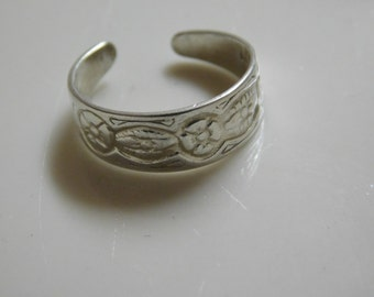 Vintage Sterling Silver Ring ( size 4-7.5  Adjustable )