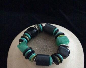 Vintage Chunky Black & Green Wooden Plastic Beaded Bracelet
