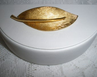 BSK Gold Leaf Brooch Vintage 1960's Calla Lily Pin Signed Jewelry Accessory - Jew0164
