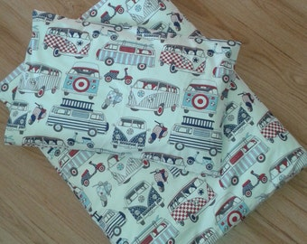 Duvet and pillow cover set in VW cars design for toddler