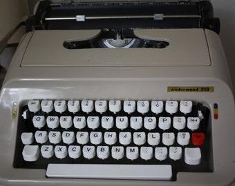 Underwood 319 - Vintage Typewriter