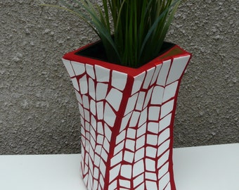 "Vase ""The red thread"" by 2015"