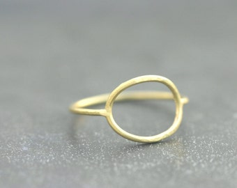 Ring oval 18 kt gold