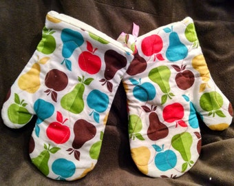 Retro kitchen pears, apples Oven Mitts Set of 2
