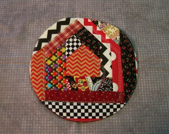 Crazy patch snack mat black and red