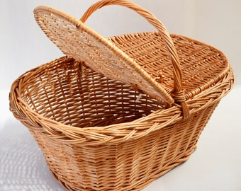 Traditional Woven Wicker Willow Picnic Basket with Handle Lid Storage Hamper