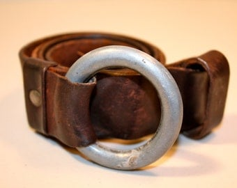 Vintage dark brown leather belt metal ring buckle size small/medium aged leather