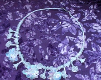 Pretty Genuine 1950s Vintage Plastic Floral and Foliage Beaded Necklace