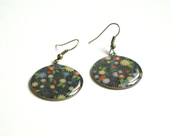 Round earrings resin