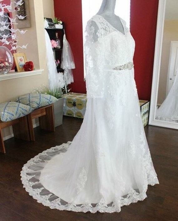 Wedding Gowns For Full Figured Brides: Full Figure Wedding Dress / Long Sleeve Wedding By