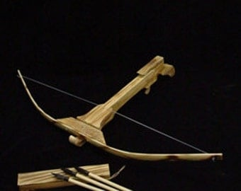 hand made crossbow ( 3 arrows with clipper)