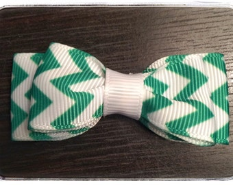 Green and White Chevron Pattern Tuxedo Style Dog Hair Bow