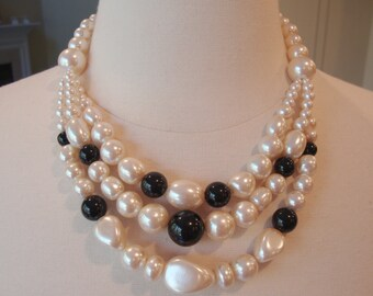 Vintage Three Strands at Front Faux Pearls Necklace.