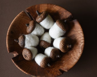 Felted acorns/natural forest ornament/nature ornament/natural decor/home decor/wool acorns/felted wool acorns/natural favor/rustic wedding