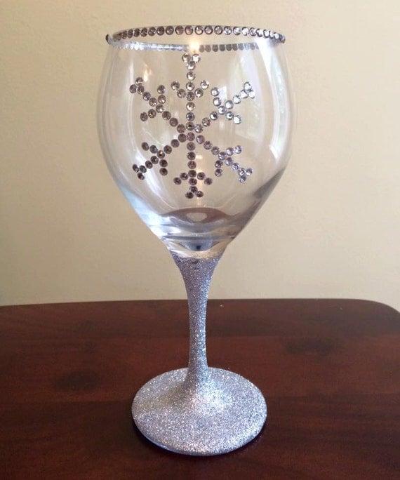 snowflakes christmas wine glasses christmas wikii. Black Bedroom Furniture Sets. Home Design Ideas
