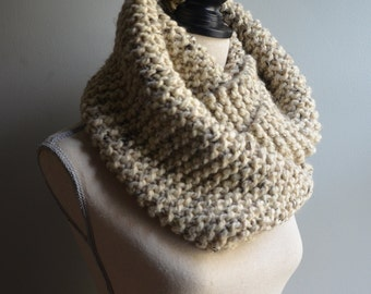 Chunky Knit Infinity Scarf in Oatmeal, Oversized Infinity Scarf, Chunky Knit Cowl, Beige Knit Scarf